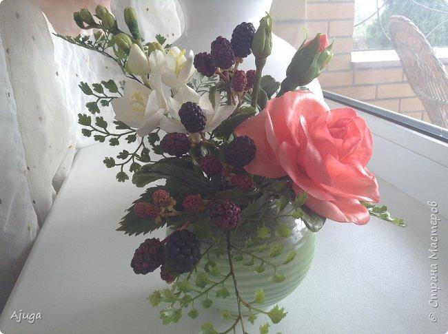 Композиция  с розой, ежевикой и фрезией. ХФ. фото 1