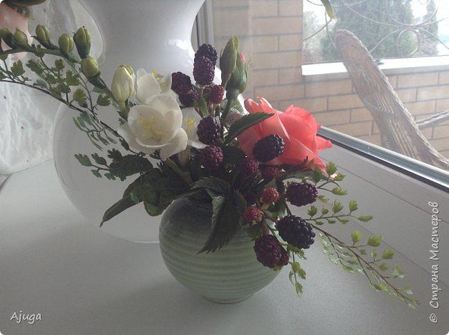 Композиция  с розой, ежевикой и фрезией. ХФ. фото 2