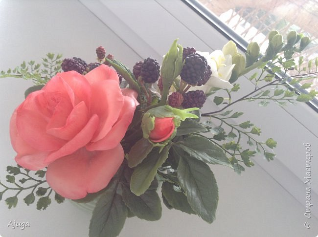 Композиция  с розой, ежевикой и фрезией. ХФ. фото 3