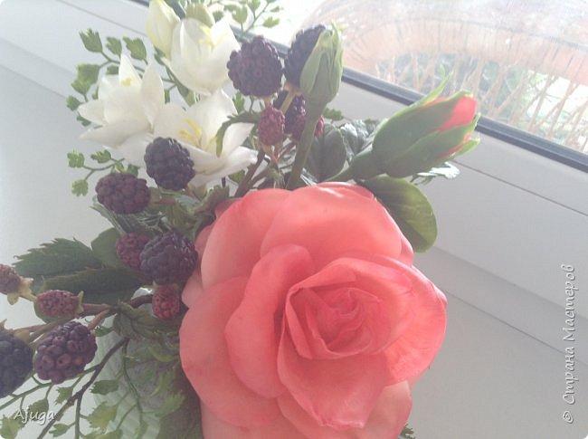 Композиция  с розой, ежевикой и фрезией. ХФ. фото 7