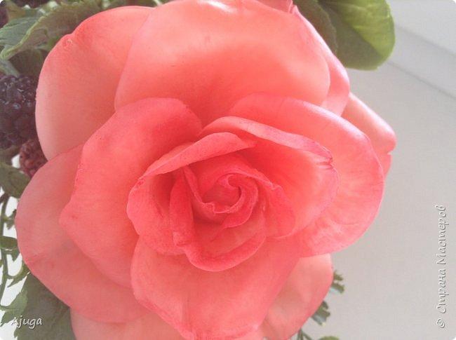 Композиция  с розой, ежевикой и фрезией. ХФ. фото 8