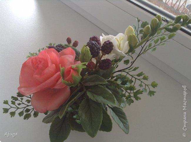 Композиция  с розой, ежевикой и фрезией. ХФ. фото 10