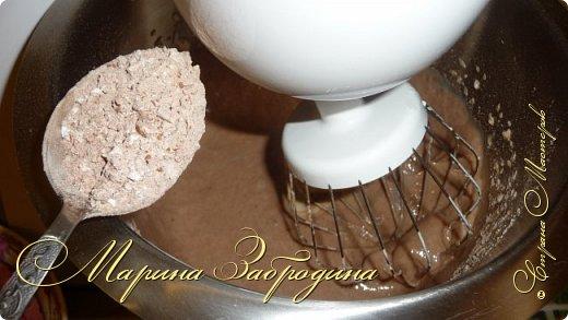 Привет ВСЕМ! Сегодня поделюсь рецептом еще одного тортика. Вкусный шоколадный бисквитный корж и сливочный мусс с черносливом. фото 5