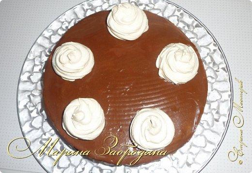 Привет ВСЕМ! Сегодня поделюсь рецептом еще одного тортика. Вкусный шоколадный бисквитный корж и сливочный мусс с черносливом. фото 22