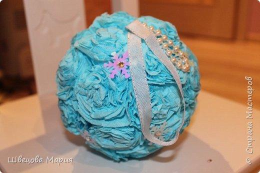 Маленькие подвесные шарики с пайетками - снежинками фото 3