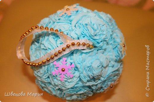 Маленькие подвесные шарики с пайетками - снежинками фото 2