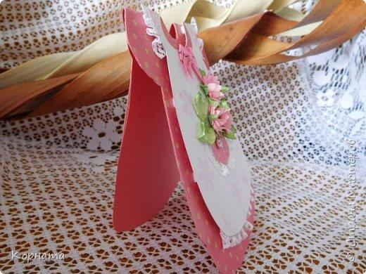 Доброго времени суток, дорогие друзья! Сегодня я с открыточками. Эту открыточку-платье сделала для старшей внучки. Очень понравилась форма и есть полет для фантазии, как украсить платьице. фото 3