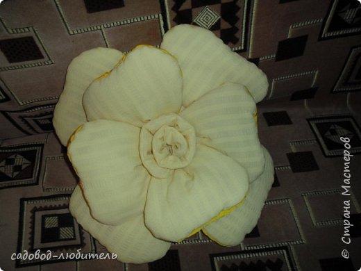 Подушка в виде цветка.