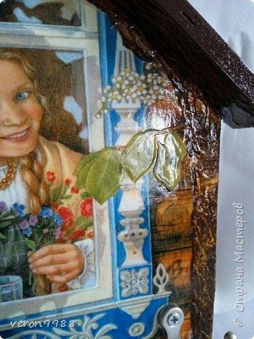 Добрый вечер! Я так полюбила свои ключницы-домики, что рассматривая ту или иную картинку, думаю подайдет ли она для моей ключницы))) Сегодня хочу паказать несколько штук. Первая ключница, на данный момент одна из любимых) фото 4