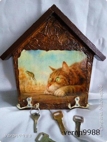 Добрый вечер! Я так полюбила свои ключницы-домики, что рассматривая ту или иную картинку, думаю подайдет ли она для моей ключницы))) Сегодня хочу паказать несколько штук. Первая ключница, на данный момент одна из любимых) фото 2