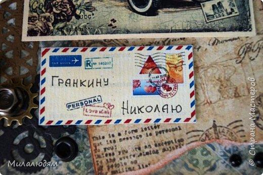 Всем здравствуйте! Я сегодня к вам с мужской открыткой. недавно увидела открытку  Анны Бояринцевой  и меня покорили теги-конверты и как они расположены. http://stranamasterov.ru/node/1017853  Захотелось повторить, а тут и повод есть - День рождения у друга и кума одновременно. Открытки Ани перед глазами не было, делала по памяти. И вот что у меня навертелось. фото 12
