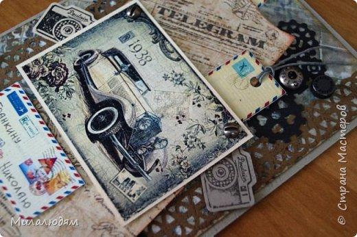 Всем здравствуйте! Я сегодня к вам с мужской открыткой. недавно увидела открытку  Анны Бояринцевой  и меня покорили теги-конверты и как они расположены. http://stranamasterov.ru/node/1017853  Захотелось повторить, а тут и повод есть - День рождения у друга и кума одновременно. Открытки Ани перед глазами не было, делала по памяти. И вот что у меня навертелось. фото 13