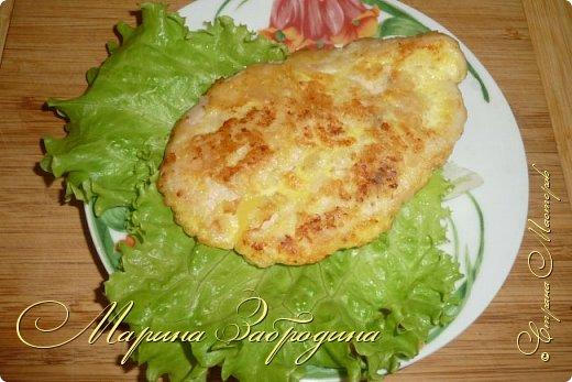 Бризоль — это не кулинарное блюдо, а способ приготовления. С французского языка означает: зажаренный в омлете, яйце. Таким образом можно приготовить различный фарш, рыбу, куриную или свиную отбивную. Сегодня приготовим бризоль из курицы. Блюдо получается сочным и нежным. Можно приготовить к праздничному столу.  фото 13