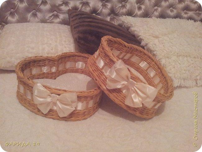 Здравствуйте, всем, кто ко мне заглянул)) вот сплелись две корзинки в форме сердец на подарок) рада буду, если Вам понравится) фото 1
