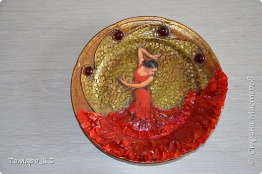 Подобных тарелок в интернете много, уж очень интересная идея. Правую тарелку делала по МК http://stranamasterov.ru/node/360387, левую по аналогии. фото 5
