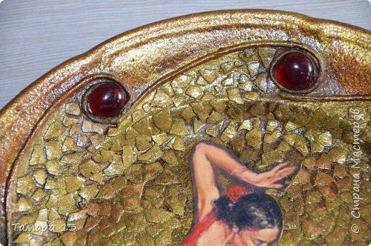 Подобных тарелок в интернете много, уж очень интересная идея. Правую тарелку делала по МК http://stranamasterov.ru/node/360387, левую по аналогии. фото 6