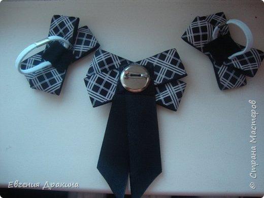Набор галстучек и 2 резинки. Школьный комплект. Подходит и для повседневной носки, и для праздника. Можно одеть и на 1 сентября, и на выпускной))  фото 2