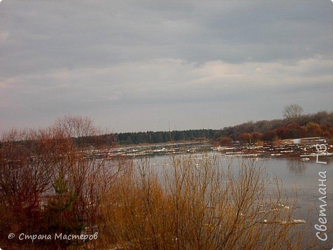 Я живу на Вятке,у нас очень красивая природа.Наш посёлок окружен с двух сторон реками Вятка и Медянка,а с двух сторон лес.У нас красиво в любое время года,вот и сейчас весной всё оживает!Немного опоздала с репортажем,лёд почти прошел,но кое что удалось заснять.Предлагаю просмотреть несколько фото.  фото 10