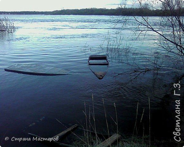 Я живу на Вятке,у нас очень красивая природа.Наш посёлок окружен с двух сторон реками Вятка и Медянка,а с двух сторон лес.У нас красиво в любое время года,вот и сейчас весной всё оживает!Немного опоздала с репортажем,лёд почти прошел,но кое что удалось заснять.Предлагаю просмотреть несколько фото.  фото 3