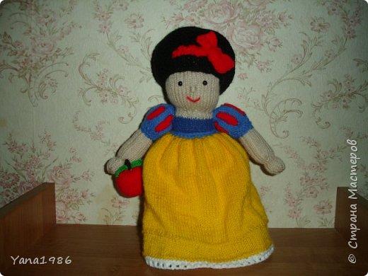 Связала куколку на день рождение знакомой девочке, надеюсь ей понравится. Схему вязания нашла на просторах интернета.