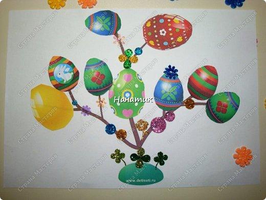 Доброй ночи! Начали с дочуркой подготовку к Пасхе.  Вот такие деревца получились у Алиночки. Яйца найдены в и-нете и распечатаны. Доча вырезала и приклеивала. фото 2