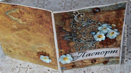 Всем здравствуйте!Вот такую открытку я сделала в прошлом году,а вспомнила о ней и решила показать вам,т.к. моя коллега,тоже очень творческий человек,призналась.что ей нравится эта открытка и стиль Стимпанк и хочется ей обложечку на паспорт в похожем стиле.Сотворила я обложку и решила вам показать её и открытку-вдохновительницу заодно. фото 9