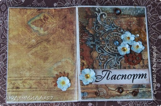 Всем здравствуйте!Вот такую открытку я сделала в прошлом году,а вспомнила о ней и решила показать вам,т.к. моя коллега,тоже очень творческий человек,призналась.что ей нравится эта открытка и стиль Стимпанк и хочется ей обложечку на паспорт в похожем стиле.Сотворила я обложку и решила вам показать её и открытку-вдохновительницу заодно. фото 13
