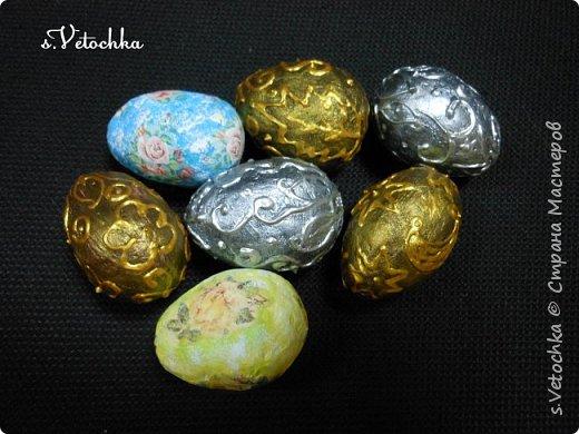 Сегодня я с яйцом-шкатулкой (плетение из бумаги) и яйцами из папье-маше. фото 5