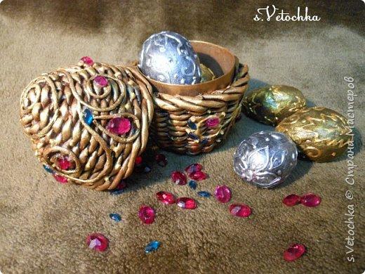 Сегодня я с яйцом-шкатулкой (плетение из бумаги) и яйцами из папье-маше. фото 2