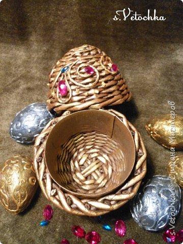 Сегодня я с яйцом-шкатулкой (плетение из бумаги) и яйцами из папье-маше. фото 3