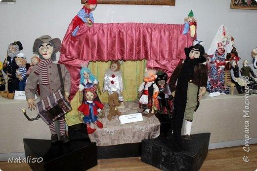 Доброго всем вечера!! Хочу поделиться своими впечатлениями о выставке кукол!!  Проходит она в городе Серпухове.Очень интересные работы,замечательные мастерицы живут в этом городе!  Смотрите,любуйтесь!! фото 13