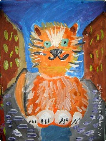 С учениками  (5-6 лет) рисовали кошек и собак разными материалами, вот результаты нашего творчества.  Первая работа моя, дальше детские, использовали для работы гуашь, шторы отпечатывали подложкой от продуктовой нарезки, произвольно рисовали на ней линии, наносили краску и делали отпечаток (можно использовать кусочки тюли или кружева). фото 9