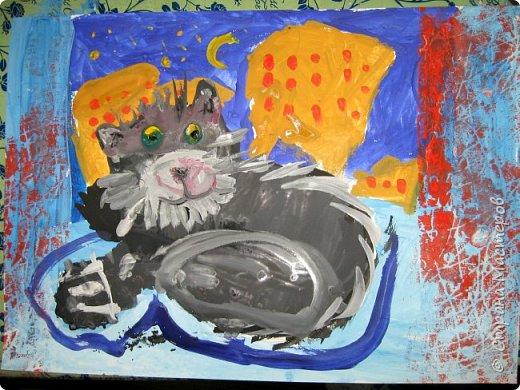 С учениками  (5-6 лет) рисовали кошек и собак разными материалами, вот результаты нашего творчества.  Первая работа моя, дальше детские, использовали для работы гуашь, шторы отпечатывали подложкой от продуктовой нарезки, произвольно рисовали на ней линии, наносили краску и делали отпечаток (можно использовать кусочки тюли или кружева). фото 5