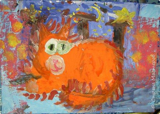 С учениками  (5-6 лет) рисовали кошек и собак разными материалами, вот результаты нашего творчества.  Первая работа моя, дальше детские, использовали для работы гуашь, шторы отпечатывали подложкой от продуктовой нарезки, произвольно рисовали на ней линии, наносили краску и делали отпечаток (можно использовать кусочки тюли или кружева). фото 6