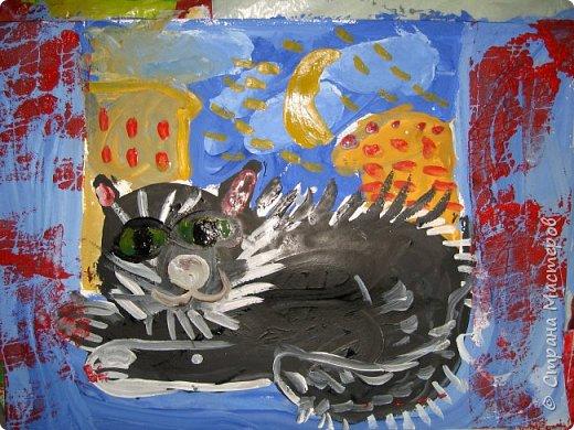 С учениками  (5-6 лет) рисовали кошек и собак разными материалами, вот результаты нашего творчества.  Первая работа моя, дальше детские, использовали для работы гуашь, шторы отпечатывали подложкой от продуктовой нарезки, произвольно рисовали на ней линии, наносили краску и делали отпечаток (можно использовать кусочки тюли или кружева). фото 7