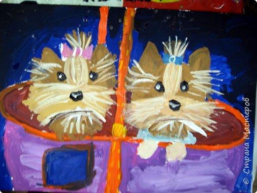 С учениками  (5-6 лет) рисовали кошек и собак разными материалами, вот результаты нашего творчества.  Первая работа моя, дальше детские, использовали для работы гуашь, шторы отпечатывали подложкой от продуктовой нарезки, произвольно рисовали на ней линии, наносили краску и делали отпечаток (можно использовать кусочки тюли или кружева). фото 16
