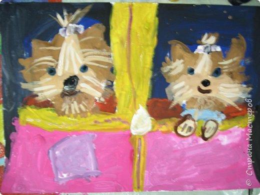 С учениками  (5-6 лет) рисовали кошек и собак разными материалами, вот результаты нашего творчества.  Первая работа моя, дальше детские, использовали для работы гуашь, шторы отпечатывали подложкой от продуктовой нарезки, произвольно рисовали на ней линии, наносили краску и делали отпечаток (можно использовать кусочки тюли или кружева). фото 15