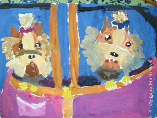 С учениками  (5-6 лет) рисовали кошек и собак разными материалами, вот результаты нашего творчества.  Первая работа моя, дальше детские, использовали для работы гуашь, шторы отпечатывали подложкой от продуктовой нарезки, произвольно рисовали на ней линии, наносили краску и делали отпечаток (можно использовать кусочки тюли или кружева). фото 17