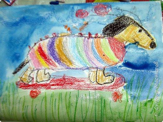 С учениками  (5-6 лет) рисовали кошек и собак разными материалами, вот результаты нашего творчества.  Первая работа моя, дальше детские, использовали для работы гуашь, шторы отпечатывали подложкой от продуктовой нарезки, произвольно рисовали на ней линии, наносили краску и делали отпечаток (можно использовать кусочки тюли или кружева). фото 25