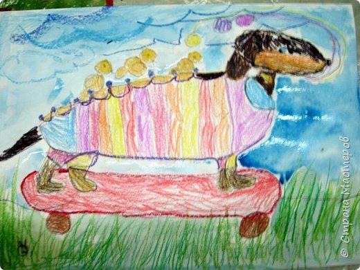 С учениками  (5-6 лет) рисовали кошек и собак разными материалами, вот результаты нашего творчества.  Первая работа моя, дальше детские, использовали для работы гуашь, шторы отпечатывали подложкой от продуктовой нарезки, произвольно рисовали на ней линии, наносили краску и делали отпечаток (можно использовать кусочки тюли или кружева). фото 24