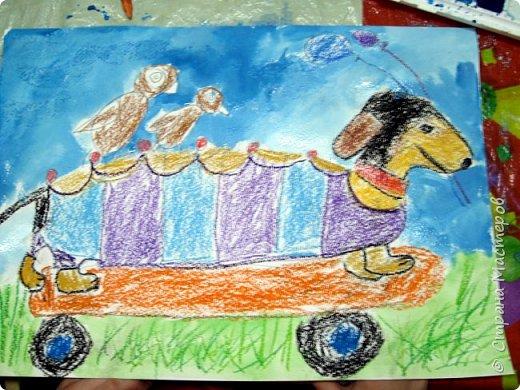 С учениками  (5-6 лет) рисовали кошек и собак разными материалами, вот результаты нашего творчества.  Первая работа моя, дальше детские, использовали для работы гуашь, шторы отпечатывали подложкой от продуктовой нарезки, произвольно рисовали на ней линии, наносили краску и делали отпечаток (можно использовать кусочки тюли или кружева). фото 23
