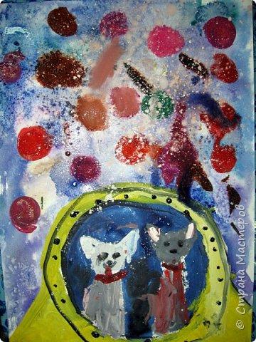 С учениками  (5-6 лет) рисовали кошек и собак разными материалами, вот результаты нашего творчества.  Первая работа моя, дальше детские, использовали для работы гуашь, шторы отпечатывали подложкой от продуктовой нарезки, произвольно рисовали на ней линии, наносили краску и делали отпечаток (можно использовать кусочки тюли или кружева). фото 30