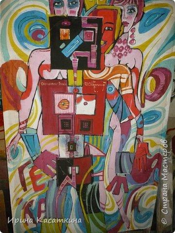 Сегодня моему дедушки (родной брат моей бабушки) исполнилось бы 80 лет. Северухин Юрий Михайлович родился 17 апреля 1936 г. в Каменске-Уральском.Мой дедушка известный уральский живописец, график, мастер малой пластики. Его творческие интересы  поражают разносторонностью: от рисунков на остросоциальные темы до пейзажных зарисовок  и портретов современников, от малой пластики до философской поэзии.  Мой дедушка работал в разных жанрах-живопись,графика,резьба по дереву.Его работы  находятся в частных и государственных коллекциях в нашей стране и за рубежом. Альбом «Мой Пушкин» — в библиотеке Госдепартамента США, мелкая пластика — в музее декоративно-прикладного искусства г. Москвы, графические работы — в Швеции, Германии, Болгарии, Японии, Канаде.                                                     Юрий Михайлович занимался в изостудии Дворца культуры Синарского трубного завода у Ивана Сергеевича Грибова. Во время службы в армии обучался в студии военных художников, руководил которой народный художник СССР Н.Н. Жуков. Окончил областные курсы художников-оформителей. Как театральный художник проходил стажировку в московских театрах. Работал главным художником в муниципальном театре драмы г. Каменска-Уральского.С 1976 года Юрий Михайлович был председателем Городского творческого объединения, членом городского художественного совета. Лауреат городской премии «Браво».Он был полон творческих планов и не собирался останавливаться на достигнутом. Ведь он сам сказал о себе «Моё жилище — бесконечность…».25 мая 2009 года в своей мастерской  его сердце остановилось. фото 24