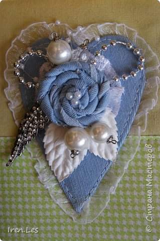 Привет всем жителям Страны. Сотворила на досуге блокнот. Полностью сделан вручную. Мягкая обложка. Коптский переплет. Размер 16*11. 60 листов. Есть закладка и завязки. Сердце и самодельный цветок из голубой джинсы. фото 2