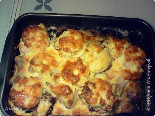 Куриные грудки в духовке с сыром, шампиньонами и ананасом.