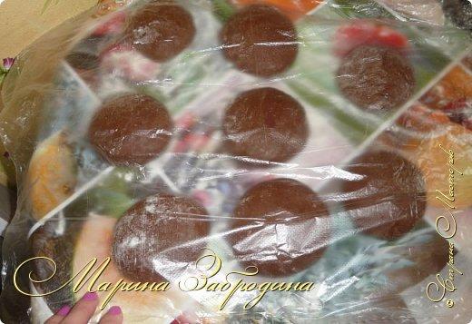 Всем привет! Сегодня готовлю шоколадно-медовый любимый тортик в моей семье. Пропитан сметанным кремом, торт получается прекрасный, вкусный, очень нежный и в меру сладкий. Приготовьте - не пожалеете) фото 10