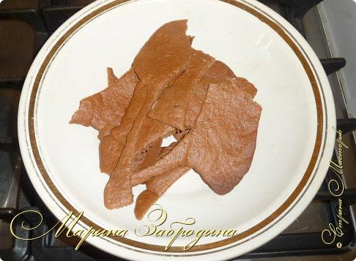 Всем привет! Сегодня готовлю шоколадно-медовый любимый тортик в моей семье. Пропитан сметанным кремом, торт получается прекрасный, вкусный, очень нежный и в меру сладкий. Приготовьте - не пожалеете) фото 15