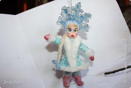 Привет ВСЕМ! Вот  на одном дыхании слепилась Снегурочка. Решила слепить кроху, с короной 11 см. В этот раз пришла  идея распечатать корону через цветной принтер на сухой салфетке.  фото 6