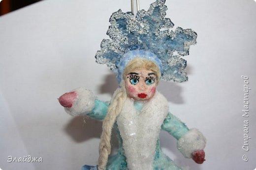 Привет ВСЕМ! Вот  на одном дыхании слепилась Снегурочка. Решила слепить кроху, с короной 11 см. В этот раз пришла  идея распечатать корону через цветной принтер на сухой салфетке.  фото 2