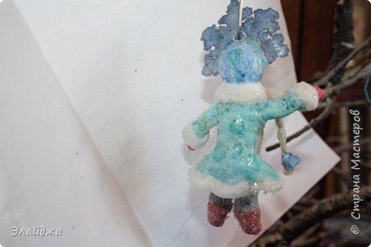 Привет ВСЕМ! Вот  на одном дыхании слепилась Снегурочка. Решила слепить кроху, с короной 11 см. В этот раз пришла  идея распечатать корону через цветной принтер на сухой салфетке.  фото 4